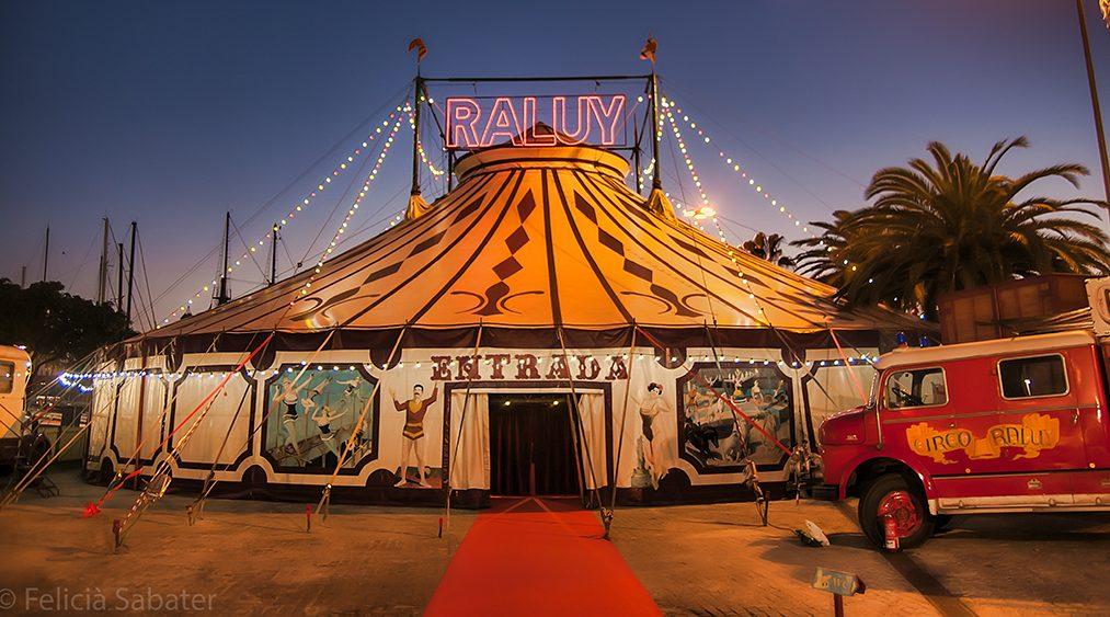 Resultado de imagen de circo por fuera