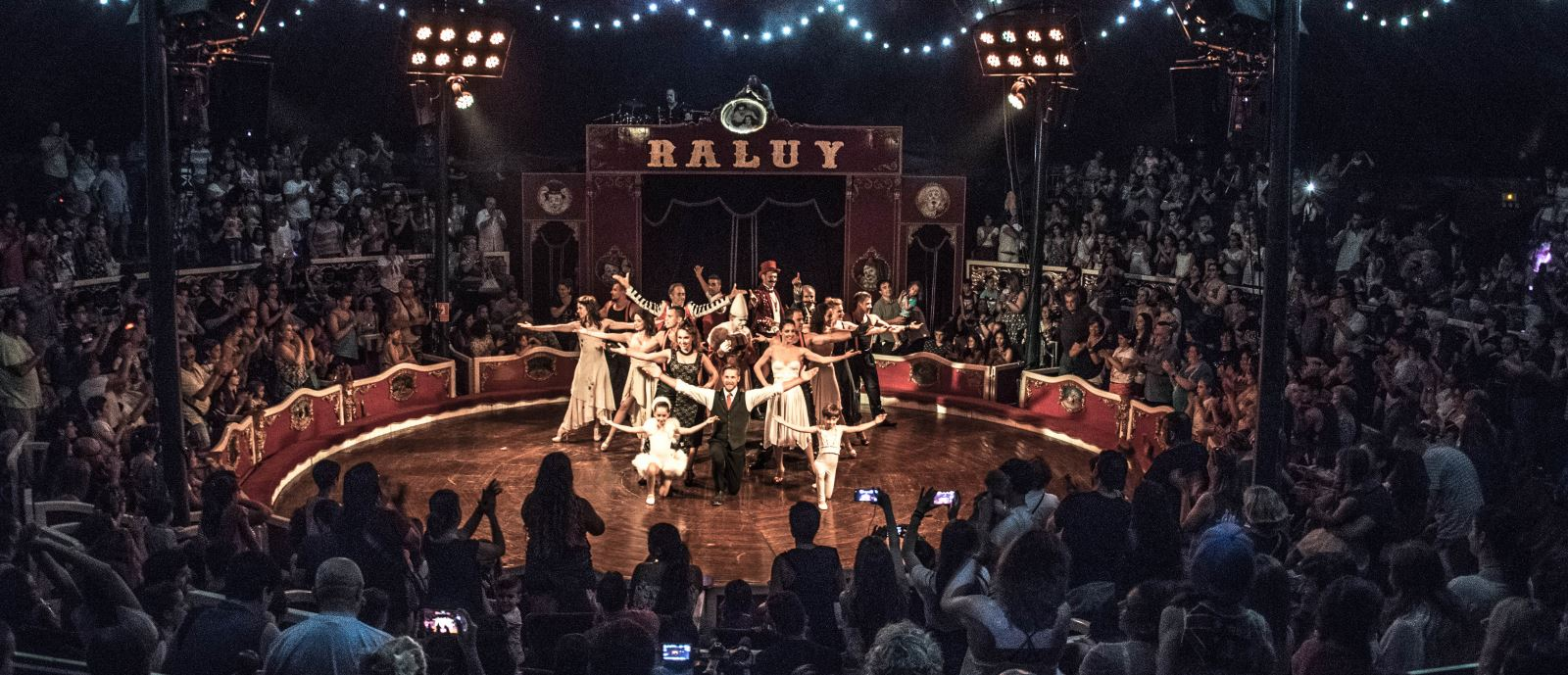Final del Espectáculo del Circo Raluy Legacy Header